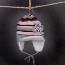 Čiapka - BAND pletená sivá s pásmi, so šiltom
